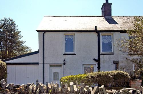 Snaptrip - Last minute cottages - Beautiful Blaenau Ffestiniog Gwyn S4843 -