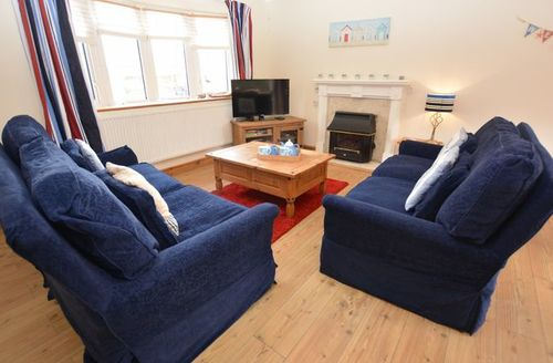 Snaptrip - Last minute cottages - Attractive Holyhead House S45241 -