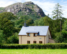 Snaptrip - Last minute cottages - Inviting Bala Dolhendre S4858 -