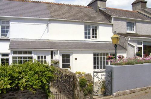 Snaptrip - Last minute cottages - Excellent Saltash Terrace S2092 -