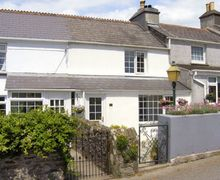 Snaptrip - Last minute cottages - Excellent Saltash Terrace S2092 -