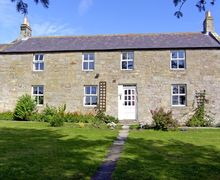 Snaptrip - Last minute cottages - Delightful Alnwick Farmhouse S3208 -