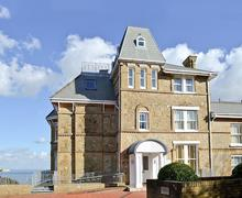 Snaptrip - Last minute cottages - Luxury Shanklin Apartment S45300 -