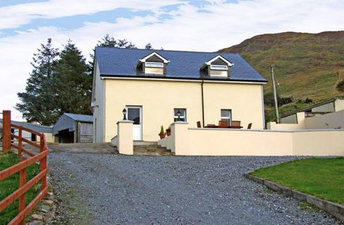 Snaptrip - Last minute cottages - Attractive  House S4876 -