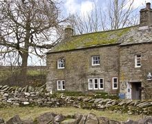 Snaptrip - Last minute cottages - Lovely Helton Rental S25965 -