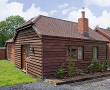 Snaptrip - Last minute cottages - Splendid Southampton Cottage S3394 -
