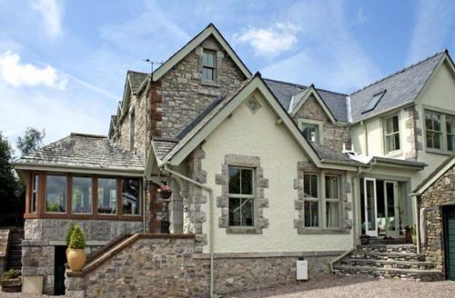 Snaptrip - Last minute cottages - Stunning Ulverston View S3448 -