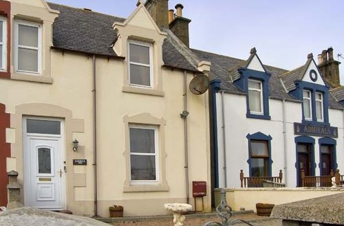 Snaptrip - Last minute cottages - Wonderful Buckie View S5207 -