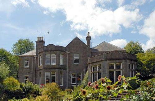 Snaptrip - Last minute cottages - Gorgeous Forfar House S5283 -