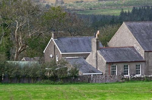 Snaptrip - Last minute cottages - Attractive Garndolbenmaen Capel S5339 -
