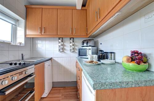 Snaptrip - Last minute cottages - Luxury Benllech Cottage S45384 - WAI203 - Kitchen