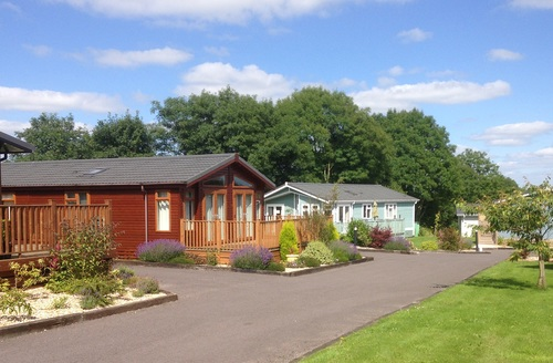 Snaptrip - Last minute cottages - Inviting Honiton Lodge S45719 -