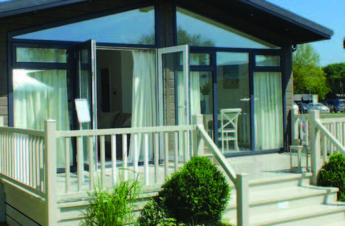Snaptrip - Last minute cottages - Adorable North Walsham Lodge S45734 -