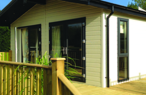 Snaptrip - Last minute cottages - Inviting Holsworthy Lodge S45744 -