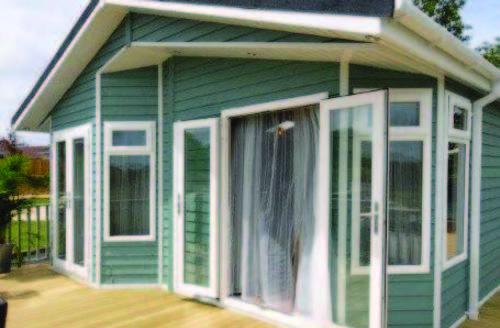 Snaptrip - Last minute cottages - Luxury Holsworthy Lodge S45746 -