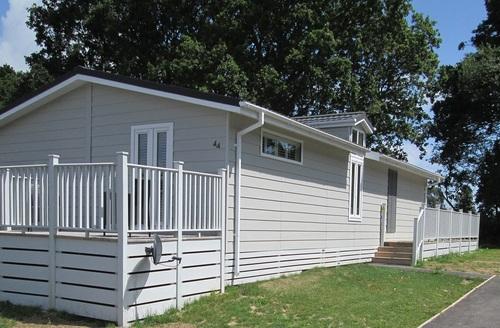 Snaptrip - Last minute cottages - Luxury Hastings Lodge S45759 -
