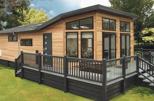 Snaptrip - Last minute cottages - Attractive Bury St Edmunds Lodge S45756 -