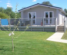 Snaptrip - Last minute cottages - Wonderful Ely Lodge S45786 -