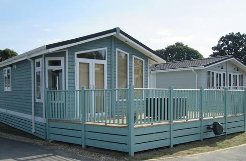 Snaptrip - Last minute cottages - Splendid Hastings Lodge S45795 -