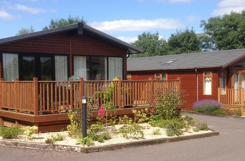 Snaptrip - Last minute cottages - Tasteful Honiton Lodge S45809 -