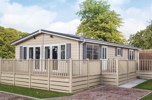 Snaptrip - Last minute lodges - Quaint Bury St Edmunds Lodge S45835 -