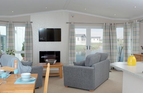 Snaptrip - Last minute cottages - Luxury Holsworthy Lodge S45839 -