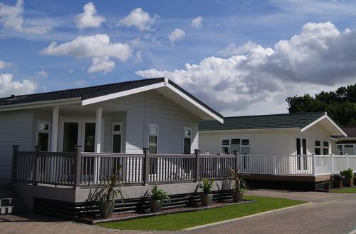 Snaptrip - Last minute cottages - Tasteful Thorpe Le Soken Lodge S45860 -