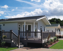 Snaptrip - Last minute cottages - Quaint Clacton On Sea Lodge S45867 -