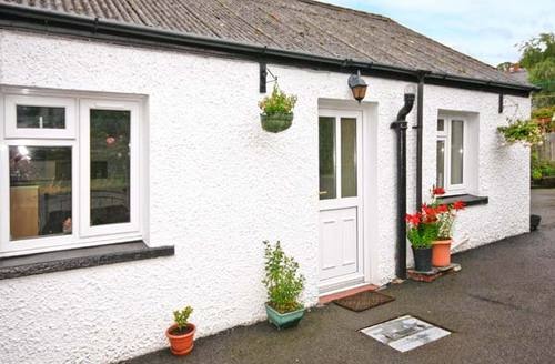 Snaptrip - Last minute cottages - Attractive Tregaron Cottage S5078 -