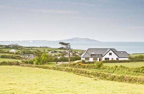 Snaptrip - Last minute cottages - Splendid Holyhead Bach S5087 -