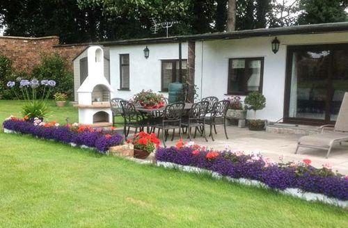 Snaptrip - Last minute cottages - Exquisite Ledsham Cottage S46077 -