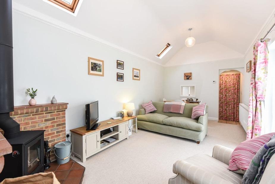 Kings Hyde Cottage Living room/dining room   Kings Hyde Cottage, Lymington
