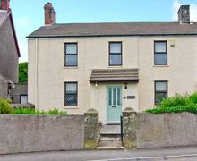 Snaptrip - Last minute cottages - Cosy Bridgend Cottage S5217 -