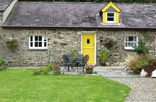 Snaptrip - Last minute cottages - Stunning Llandysul Stable S5221 -