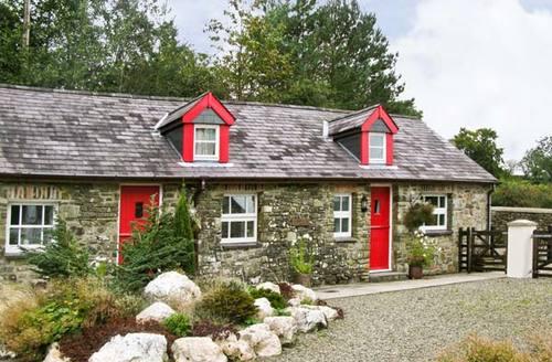 Snaptrip - Last minute cottages - Attractive Llandysul House S5223 -