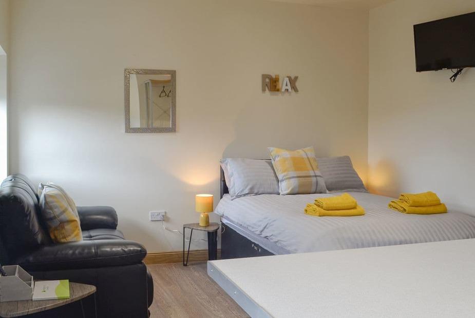 Pen-Y-Fan Comfortable studio accommodation | Pen-y-Fan - Waterfall Country Apartments, Coelbren, near Ystradgynlais