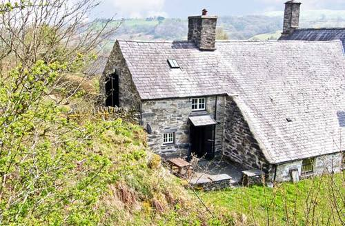 Snaptrip - Last minute cottages - Captivating Betws Y Coed Benar S5240 -
