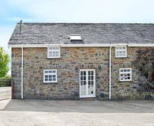 Snaptrip - Last minute cottages - Lovely Whitland Stable S5244 -