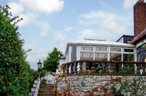 Snaptrip - Last minute cottages - Quaint Prestatyn Cottage S5254 -