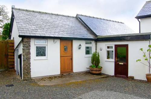 Snaptrip - Last minute cottages - Beautiful Llanwrtyd Wells Barn S5409 -