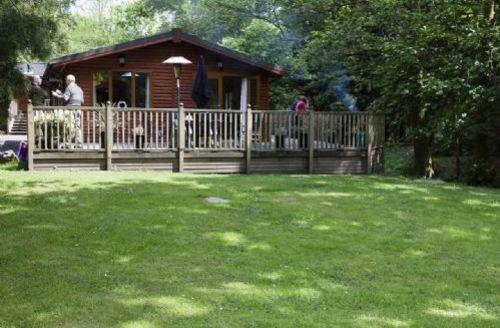Snaptrip - Last minute cottages - Inviting Windermere Lodge S33927 -