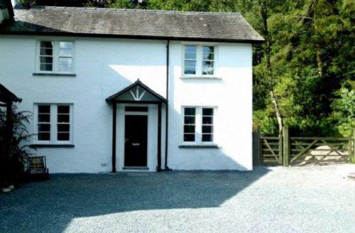 Snaptrip - Last minute cottages - Delightful Troutbeck Bridge Cottage S39676 -