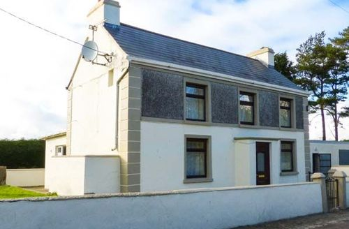 Snaptrip - Last minute cottages - Tasteful Castlerea Cottage S49651 -