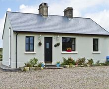 Snaptrip - Last minute cottages - Attractive  Cottage S5429 -