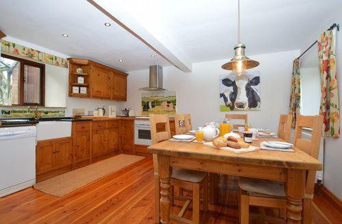 Snaptrip - Last minute cottages - Captivating Leek Barn S49680 -