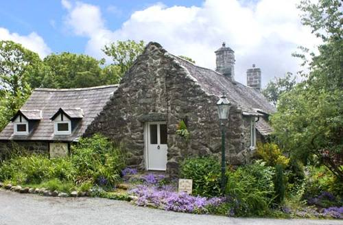 Snaptrip - Last minute cottages - Tasteful Talybont Mill S5497 -