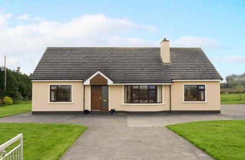 Snaptrip - Last minute cottages - Beautiful  House S5556 -