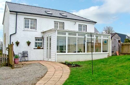 Snaptrip - Last minute cottages - Stunning Carmarthen Rental S5587 -