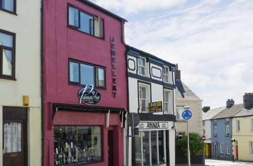 Snaptrip - Last minute cottages - Cosy Ulverston Apartment S3781 -