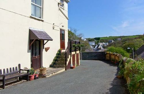 Snaptrip - Last minute cottages - Cosy Haverfordwest Rise S5640 -